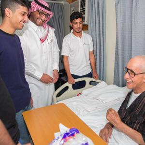 """""""مجلس المسؤولية"""" يزور مرضى مستشفى الظهران العام"""