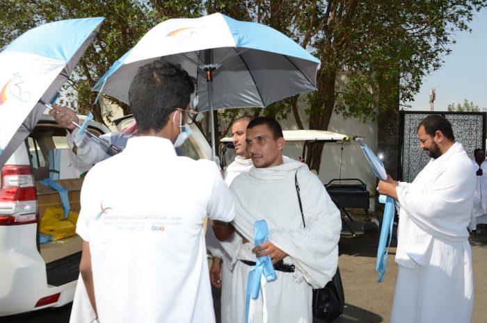 """"""" مجلس المسؤولية الاجتماعية """" يحتفي بموسم الحج١٤٣٩هـ بتوزيع 200 مظلة شمسة"""